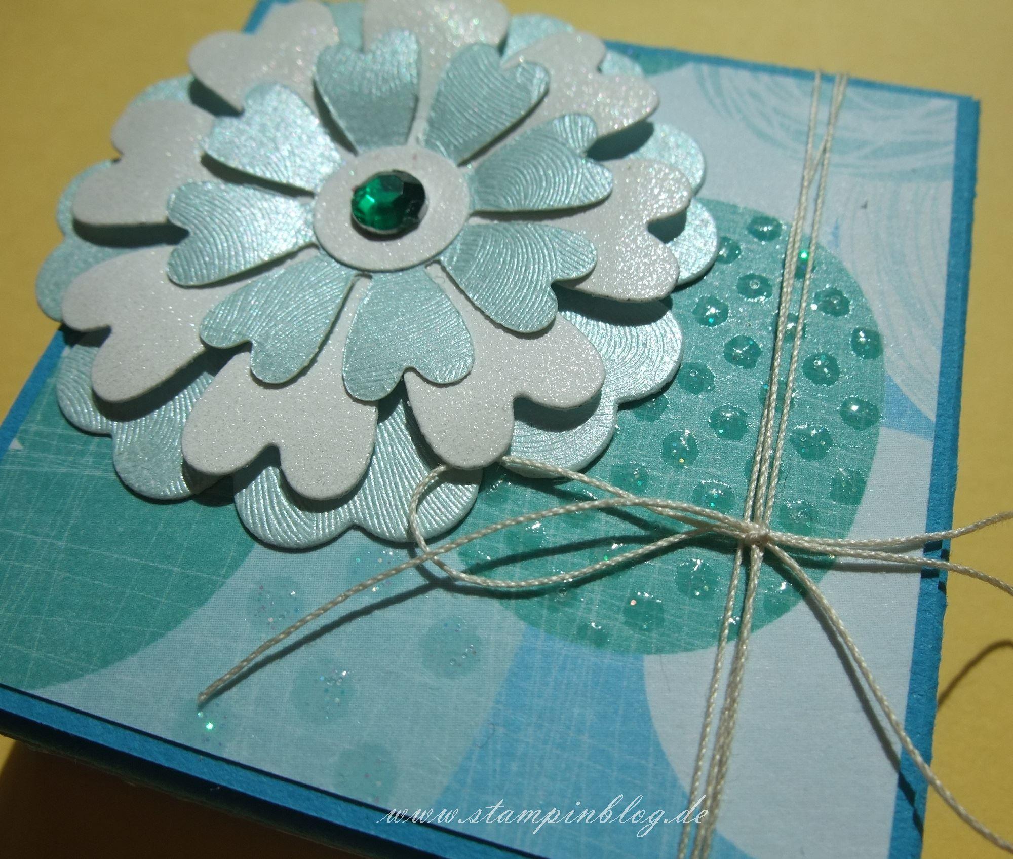 Verpackung-Rittersport-Blume-blau-2