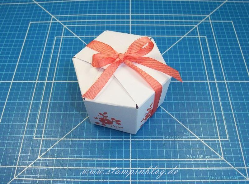 anleitung tutorial f r eine sechseckige box mit dem stanz und falzbrett f r geschenkt ten. Black Bedroom Furniture Sets. Home Design Ideas