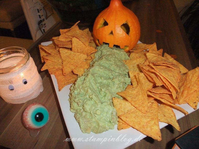 Halloween-Party-kotzender-Kürbis-Guacamole-Buffett-Stampinblog
