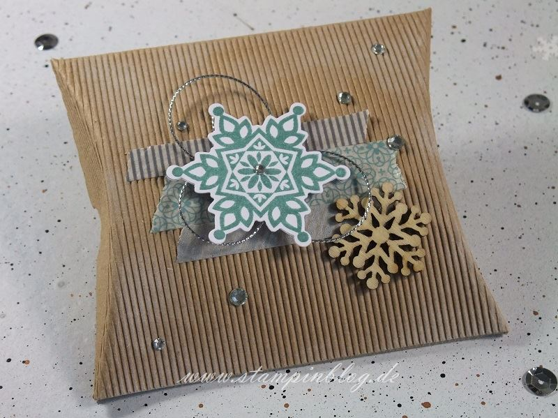 Verpackung-Pillow-Box-quadratisch-square-Weihnachten-Winter-Wellpappe-Schneeflocken-Stampinblog-Stampin