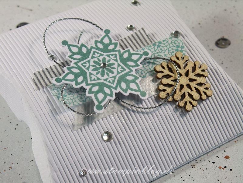 Verpackung-Pillow-Box-quadratisch-square-Wellpappe-Weihnachten-Winter-Schneeflocken-Stampinblog-Stampin