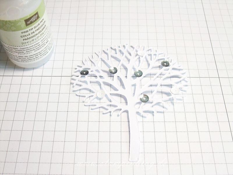 Wald-der-Worte-Anleitung-Baum-Dankeschön-Grüsse-Embossing-Pailletten-ankleben-Stampinblog-Stampin