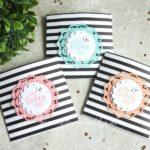 Geschenktüten mit farbenfrohen Zierdeckchen