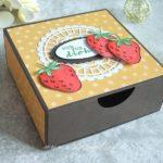 Schiebeschachtel gefüllt mit Erdbeeren